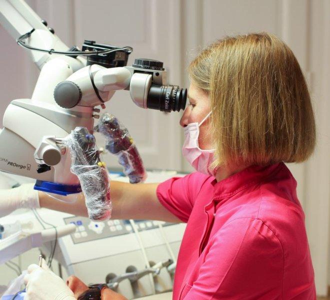 Mikroszkópos gyökérkezelés, Dr. Török Adrienn fogorvos